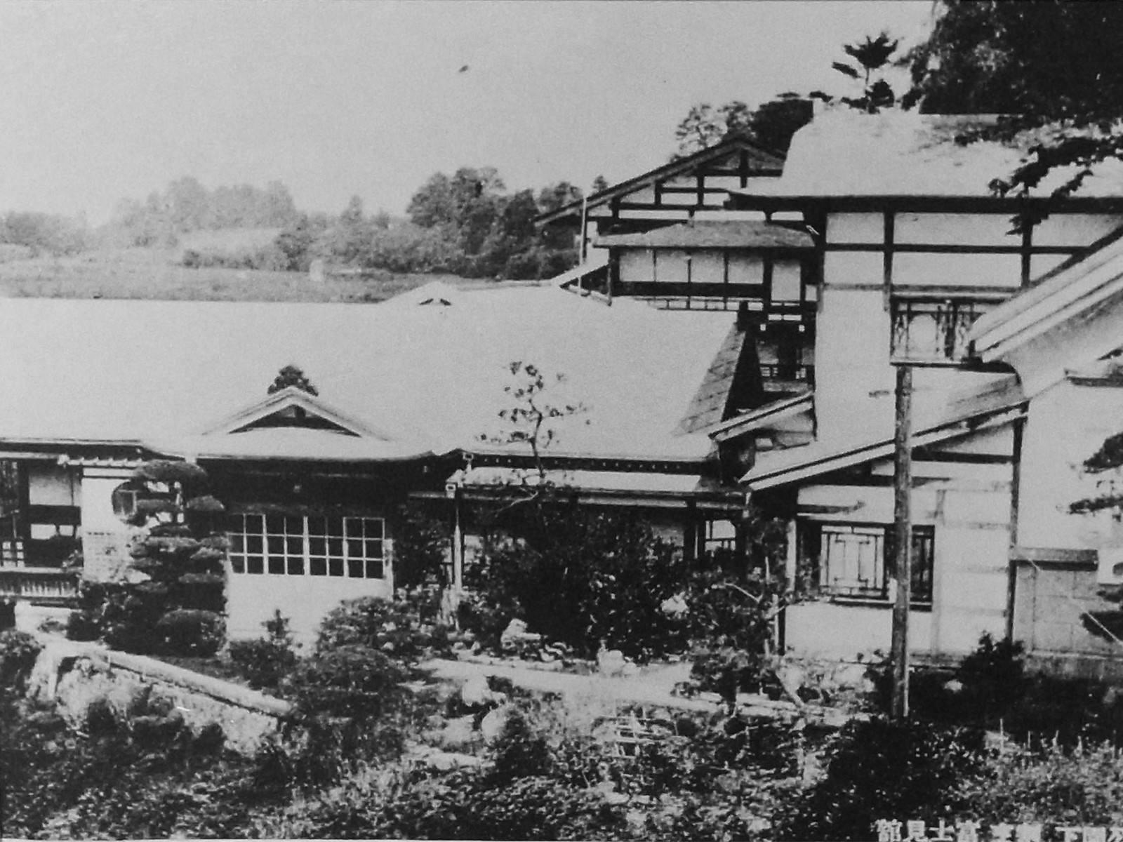黒石公園(今の御幸公園)から見降した富士見館