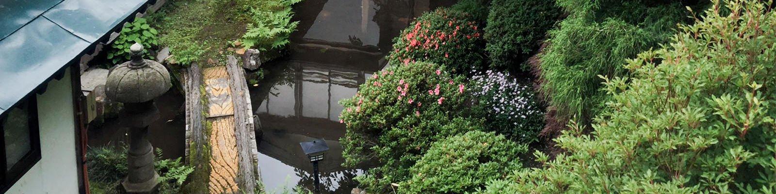 四季折々季節の移ろうお庭を眺めながらゆったりとお過ごしいただけます。